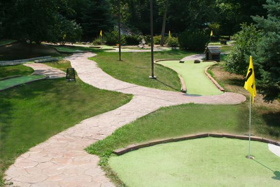 Mini Golf   Taylors Falls Drive In   Tel  651-465-7831